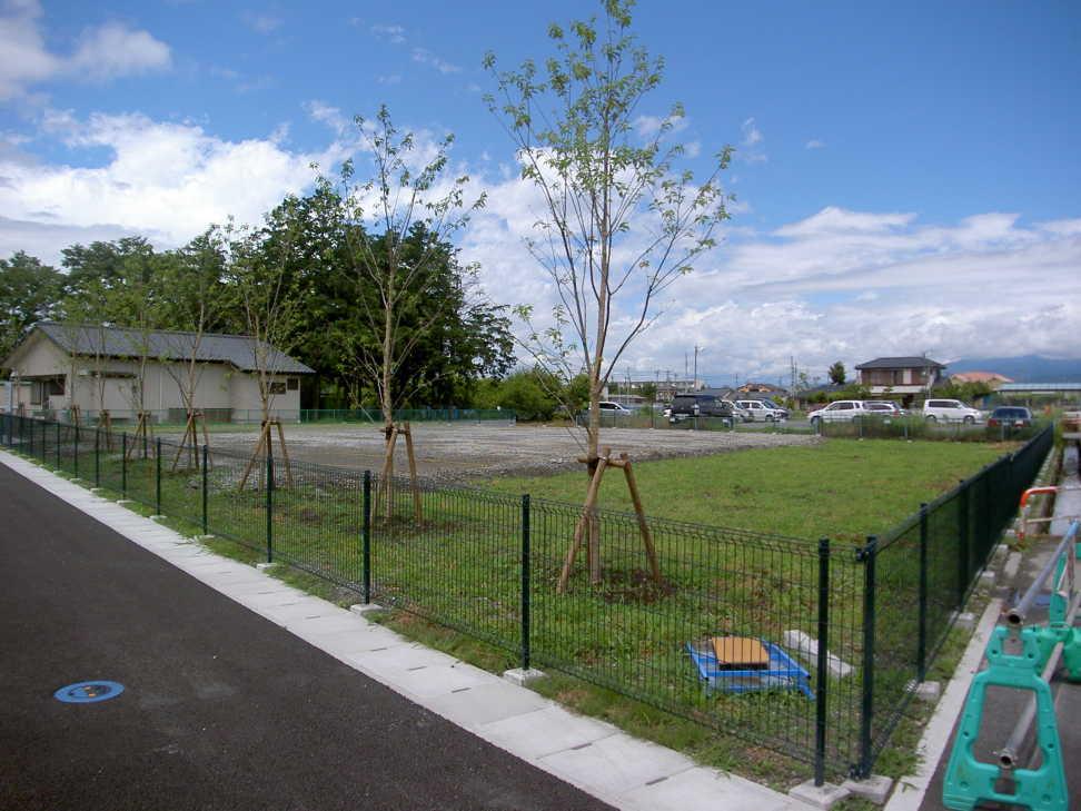 造成植栽フェンス駐車場施工後写真