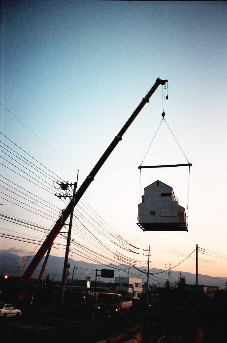 クレーン吊り上げ移動写真